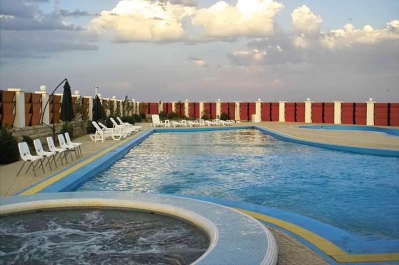 دانلود پاورپوینت نمونه موردی هتل (ونیز ارومیه) طراحی معماری 4
